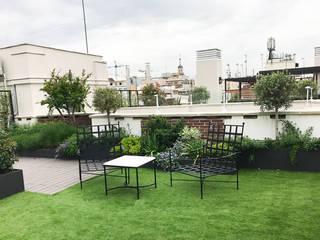 LOBATO LANDSCAPE Balkon, Beranda & Teras Modern