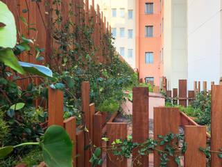 LOBATO LANDSCAPE Balkon, Beranda & Teras Gaya Mediteran