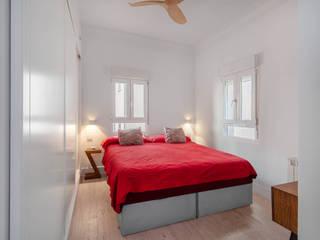Arquigestiona Reformas S.L. Camera da letto moderna Bianco