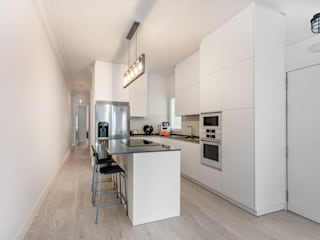 Arquigestiona Reformas S.L. Built-in kitchens White