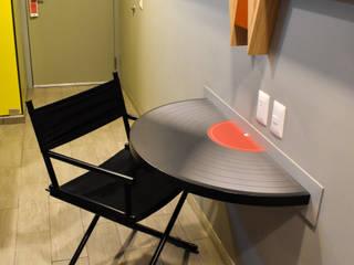 Ralph Wilson ห้องนอนโต๊ะแต่งหน้า ไม้เอนจิเนียร์ Multicolored
