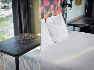 Ralph Wilson ห้องนอนโต๊ะหัวเตียง ไม้เอนจิเนียร์ Multicolored