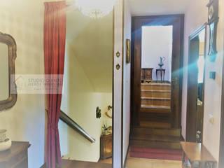 Agenzia Studio Quinto Pasillos, halls y escaleras mediterráneos