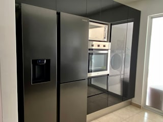 La Central Cocinas Integrales S.A de C.V Built-in kitchens Black
