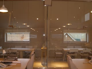 Frameless glass for contemporary offices Ion Glass Oficinas y tiendas de estilo minimalista Vidrio