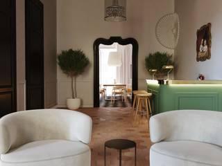 reforma piso centro historico Palma de Mallorca ponyANDcucoBYgigi Pasillos, vestíbulos y escaleras de estilo clásico