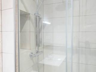 Grupo Inventia Mediterranean style bathrooms Glass Transparent