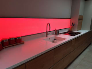 Private Residence, Staffordshire LiteTile Ltd KücheBeleuchtung Glas Mehrfarbig