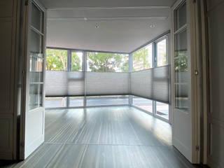 MSBT 幔室布緹 Salones de estilo minimalista Gris