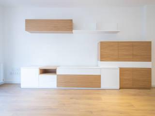 Grupo Inventia Salas de estilo mediterraneo Madera Acabado en madera