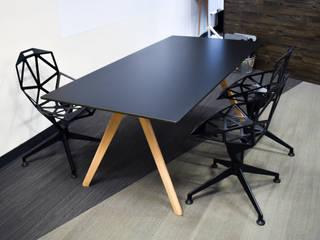 Ralph Wilson ห้องนั่งเล่นโต๊ะกลางและโซฟา ไม้เอนจิเนียร์ Black