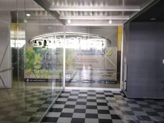 VIDRIO Y ALUMINIO 'TORRES' 購物中心 鋁箔/鋅 Grey