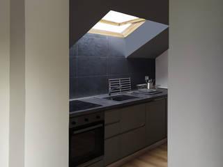 Altro_Studio Modern kitchen Wood Black
