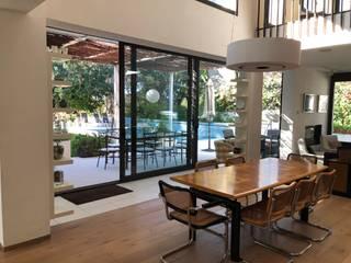 Gomez-Ferrer arquitectos Modern dining room