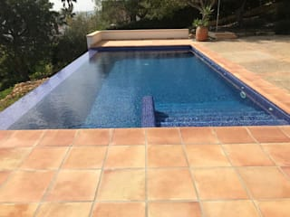 Gomez-Ferrer arquitectos Infinity pool Blau
