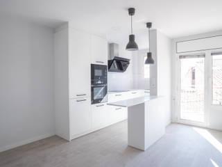 Grupo Inventia Mediterrane Küchen Holz-Kunststoff-Verbund Weiß