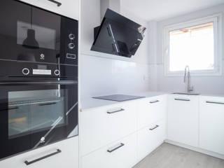 Grupo Inventia Built-in kitchens Wood-Plastic Composite White