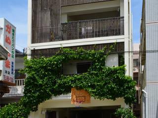 密集地に建つ明るい家 久友設計株式会社 二世帯住宅 コンクリート ブラウン