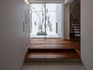 株式会社seki.design Pasillos, vestíbulos y escaleras de estilo moderno