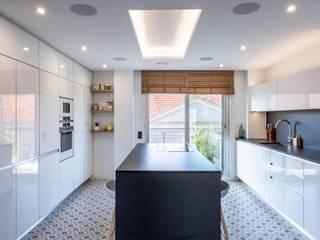 Proyecto de interiorismo y reforma integral , Barcelona Michele Mantovani Studio Cocinas de estilo moderno Cerámico Blanco