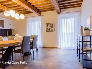 Flavia Case Felici 地中海デザインの ダイニング