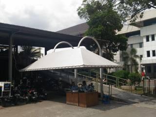 Fortuna Jaya Kreasi Edificios de oficinas de estilo tropical Plástico Blanco