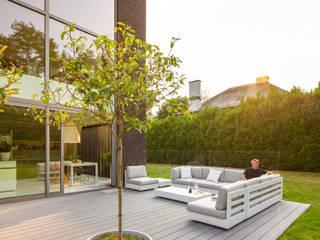 Privathaus in Aartselaar - Terrassendielen Cedral Deutschland Moderner Balkon, Veranda & Terrasse Grau