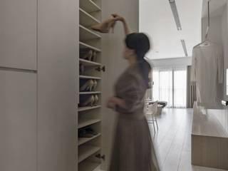 蘊。質淬 文儀室內裝修設計有限公司 現代風玄關、走廊與階梯 木頭 White