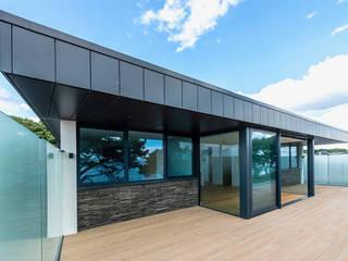 Bespoke Residence on the South Coast David James Architects & Partners Ltd Balcon, Veranda & Terrasse modernes