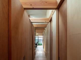 Toolbox House 山本嘉寛建築設計事務所 YYAA Minimalist dressing room Wood Wood effect