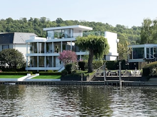 Contemporary residence on the Thames, Buckinghamshire David James Architects & Partners Ltd Maisons modernes