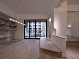 王采元工作室 Soggiorno minimalista Cemento Grigio