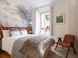 Hicimos la reforma a este piso de 90 metros para crear un Olivar en el centro de Madrid Interiorismo y decoración en Madrid / Kando Estudio Dormitorios de estilo moderno