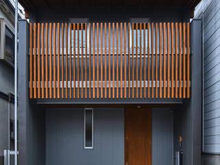 宇多野の小さな家 ATS造家設計事務所 狭小住宅 金属 メタリック/シルバー