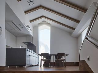 蓑甲(みのこう)の家 ATS造家設計事務所 モダンデザインの ダイニング 木 木目調