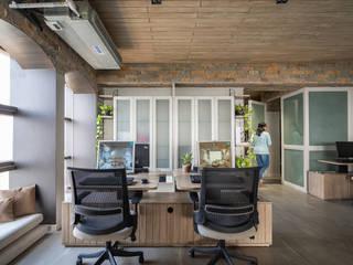 DESIGNER'S CIRCLE Ruang Studi/Kantor Modern Batu Grey