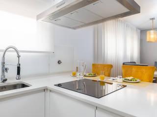 HOUSE PHOTO Dapur Modern White