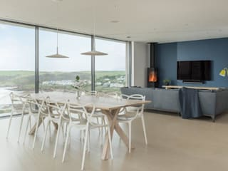 Modern Eco-Friendly Sustainable Holiday home in Polzeath Cornwall Arco2 Architecture Ltd Minimalist dining room