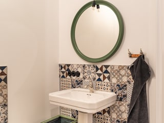 Traditional Bathrooms GmbH BathroomSinks Keramik White