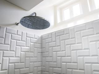 MA.TERIA. ARCHITECTURE SOLUTIONS Eclectic style bathrooms Tiles White