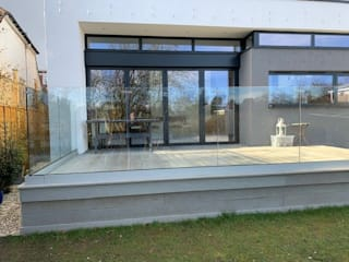 Frameless Glass Balustrade in Croydon Origin Architectural アプローチ ガラス 透明