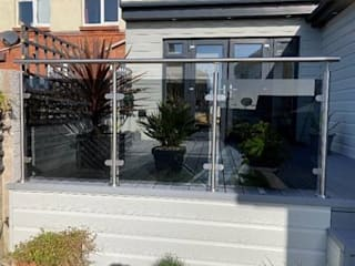 Tinted Glass Balustrade in Crewe Origin Architectural Ön avlu Cam Şeffaf