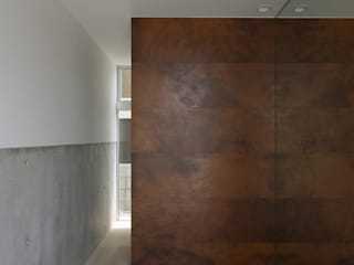 空間建築-傳 Modern Corridor, Hallway and Staircase Red