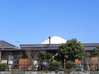 土間と離れのある家~人の集まる住まい 原 空間工作所 HARA Urban Space Factory 別荘 無垢材 ブラウン