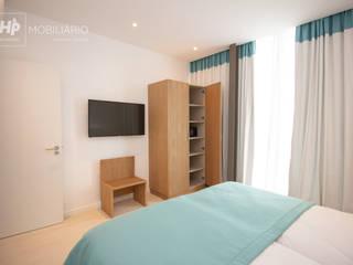 H&P Mobiliário e Decoração BedroomWardrobes & closets Kayu Wood effect