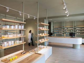 Andrea Govoni designer Oficinas y tiendas de estilo ecléctico