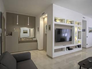 casa P&M Rosa Gorgoglione Architetto Ingresso, Corridoio & Scale in stile moderno