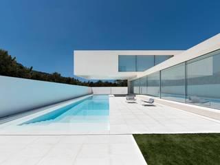Casa de arena FRAN SILVESTRE ARQUITECTOS Piscinas de estilo minimalista