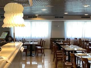 Restyling luci nell'Hotel- Residence Ripamonti a Milano Anita Cerpelloni Paper Project Venice Sala da pranzo moderna Giallo