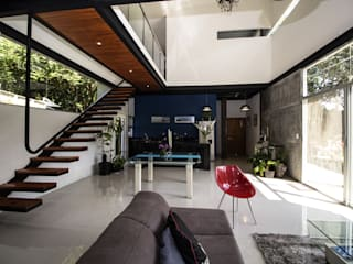 Struo arquitectura Industrial style study/office